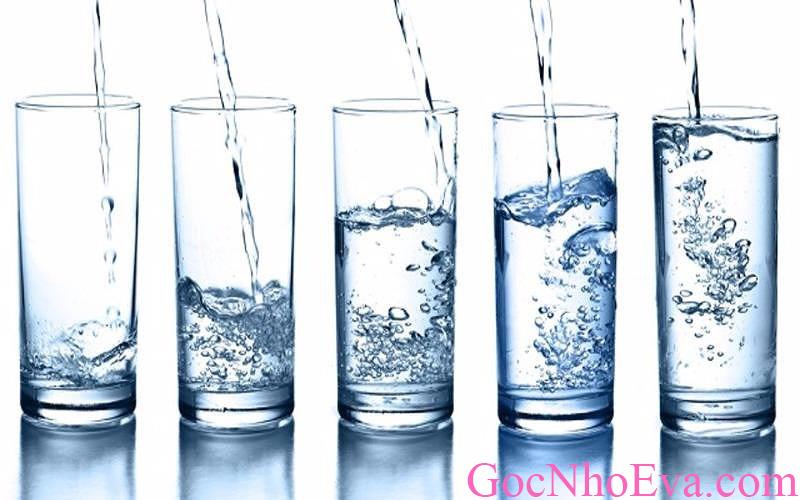 Xóa nếp nhăn ở trán khi cung cấp đủ nước