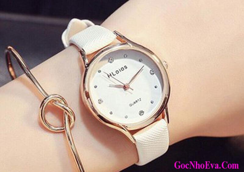 Tặng đồng hồ đeo tay cho bạn gái nhân dịp sinh nhật